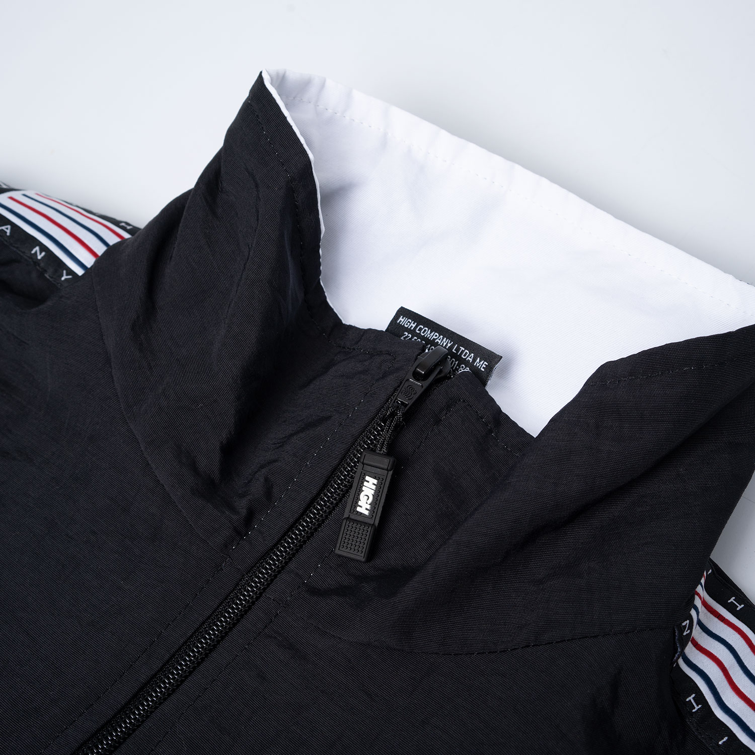 Zipped_Jacket_Stripes_Black